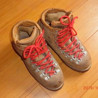 オールレザーの重登山靴
