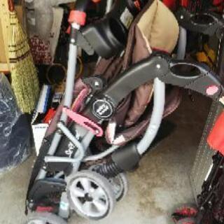 babytrend2人乗りベビーカーです。