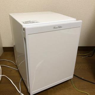 ドリンクを冷やす程度の小さく静かな冷蔵庫