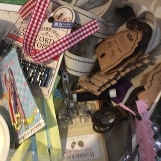 小さいハギレ ボタン・リボン・刺繍糸など