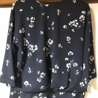 黒の花柄シャツ Lサイズ