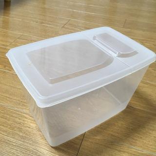 小さめプラスチック米びつ
