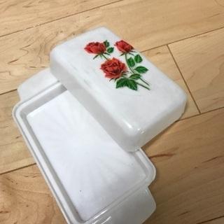 アンティークなバターケース、小物入れに。