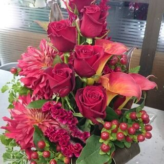 ☆お花好きな方、大歓迎☆ 初めて花屋さんで働く方大歓迎 お…