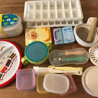 離乳食の食器、スプーン、フォーク、器具など
