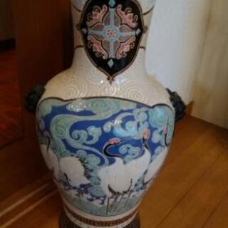 大きめの花瓶? 壺?
