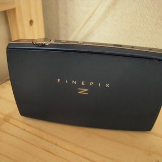 FUJIFILM Wi-Fiを搭載した薄型デジタルカメラ スリム...
