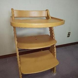 子供用 椅子 トリップトラップではありませんがテーブル付で便利です