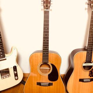 モーリスアコースティックギタージャパンビンテージ(画像真ん中)で...