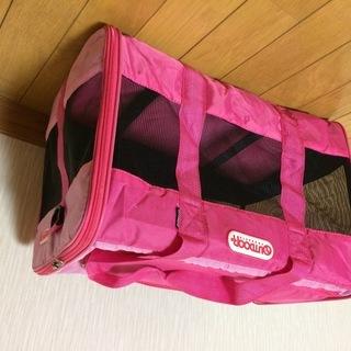 OUTDOORの犬用キャリ-バックとピンクの毛布をまとめて80...
