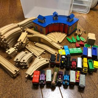 木製トーマス  機関庫、車両、レール、その他