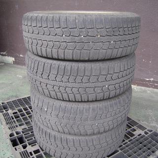 スタッドレスタイヤ(ホイール付き4本セット)フィットで使用