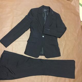 【値下げ】1500→1000、黒地にストライプ柄パンツスーツ
