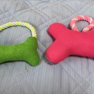 犬のおもちゃと犬のぬいぐるみ