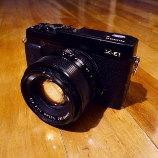 FUJIFILM ミラーレス一眼レフカメラ X-E1とFUJIF...