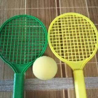 子供用のテニスおもちゃ 話し合い中