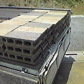 コンクリート、軽量ブロック、ガラ、ガラス、陶器回収いたします。