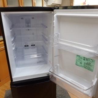 【リサイクルサービス八光 田上店 安心の3か月保証 配達・設置OK】冷蔵庫 三菱 MR-P15A  146L 2ドア サファイアブラック 2016年製  - 家電