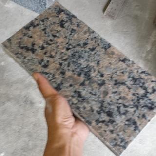 御影石(15cm×30cm 厚さ約2.5cm)