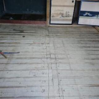 床板はがします。