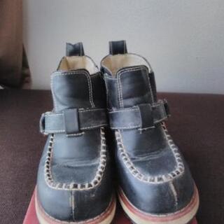 16cm 黒ブーツ(Oshkosh)