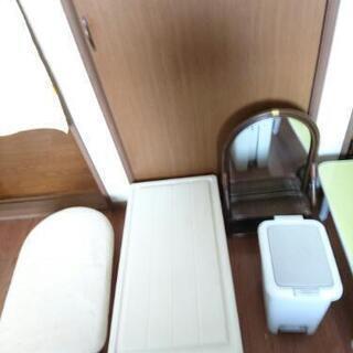 テーブル(小)アイロン台 籐の鏡 掛け布団(訳あり)