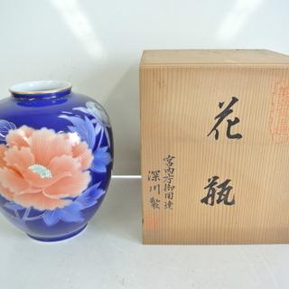 宮内庁御用達 豪華な瑠璃色に金彩牡丹摸様の大きな花瓶 深川製磁 ...