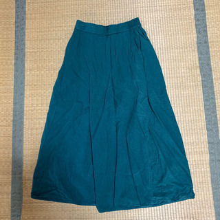 緑のキュロットスカート