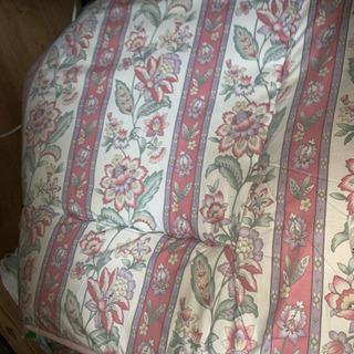 本棚二つ 古敷布団 折りたたみテーブル 椅子 ソファベッド