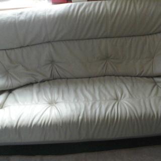 グレーのレザー製、3人用ソファー「委託販売品」