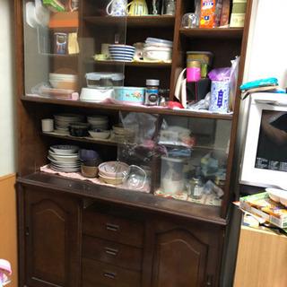 食器棚 ガラスの引き戸付き