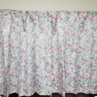 花柄カーテン  ピンク色