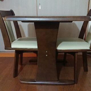 ダイニングテーブルと椅子2脚 組立式
