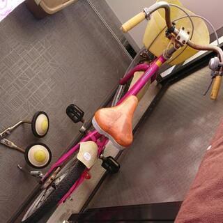 補助輪付自転車です