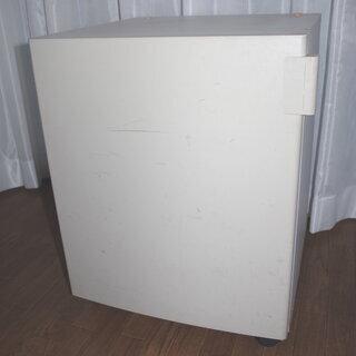 大き目 扉つき収納家具です。 まあまあ汚れあり。掃除して使われる...