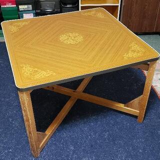 折りたたみ式テーブル ②の画像