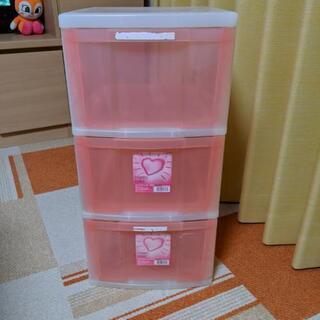 ピンクの3段クリアチェスト