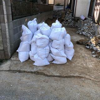 庭土  土のうに入れた物50袋くらい 欲しい分だけ差し上げます。