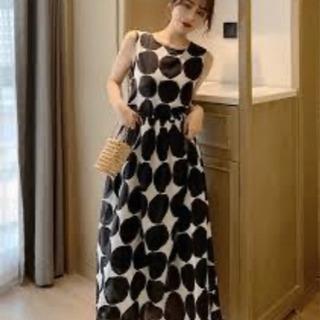 【新品タグ付き】サラリと着てもとてもステキな大きいドットのエレガ...