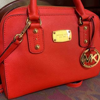 マイケルコースの赤ハンドバッグ