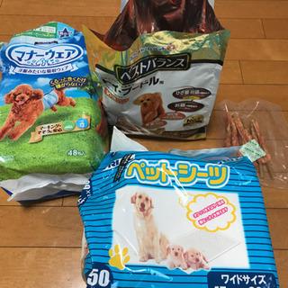 犬のオムツ、餌、シート