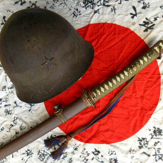 日本軍の軍服や軍装品または写真帖や本などの紙資料を買取します(・...