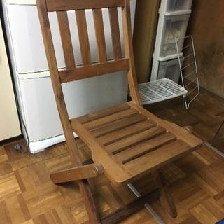 折りたたみ木の椅子