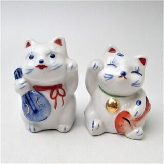縁起物 陶器の人形 招き猫 右手左手 ねこ 鯛持ち/ビワ持ち 2...