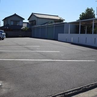 八幡町駐車場 0.45万 月極 アスファルト駐車場 車庫証明無料...