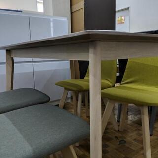 ダイニングテーブルセット(チェア2色)木目調テーブル(展示品☆美品) − 福岡県