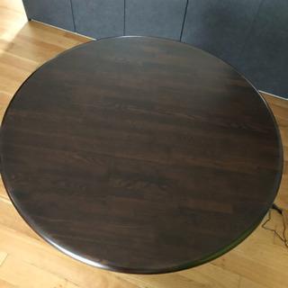 無垢材の円形テーブル