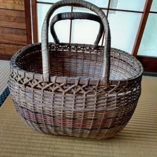 竹製の手付きかご
