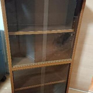 ガラス扉つき収納棚