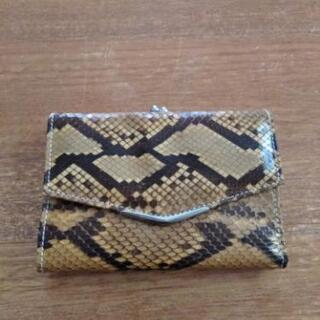 ヘビ皮折りたたみ財布
